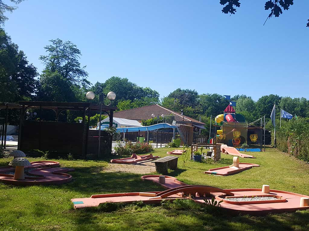 mini golf camping rocamadour lot